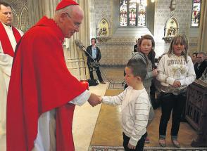 Кардинал Шон Бреди призывает молиться используя социальные сети