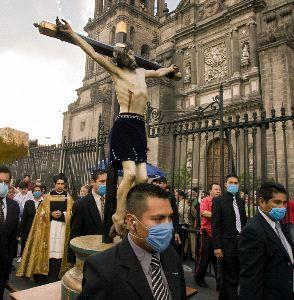По улицам Мехико пронесли чудотворную статую Христа