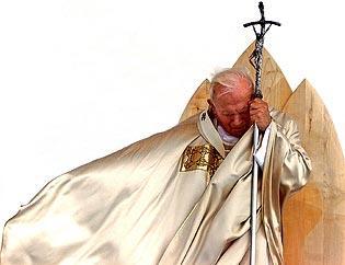 Бенедикт XVI улыбается чаще, чем его предшественник