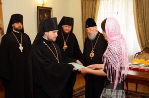 Митрополит Володимир передав благодійні кошти дітям-сиротам
