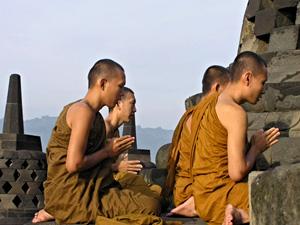 350 лампад выпустят в небо буддисты Бурятии