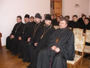 Патріарх Філарет вручив дипломи випускникам КПБА