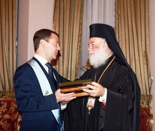 Д.Медведев пригласил патриарха Александрийского в Кремль