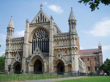 Епископ Сурожский помолился у гробницы первомученика Британского