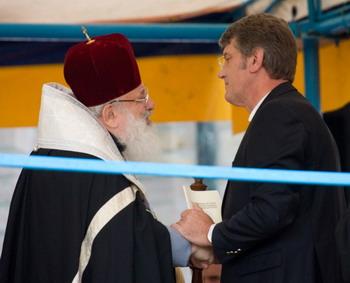 """В.Ющенко: """"Государство правдиво оценит репрессии Церквей"""""""